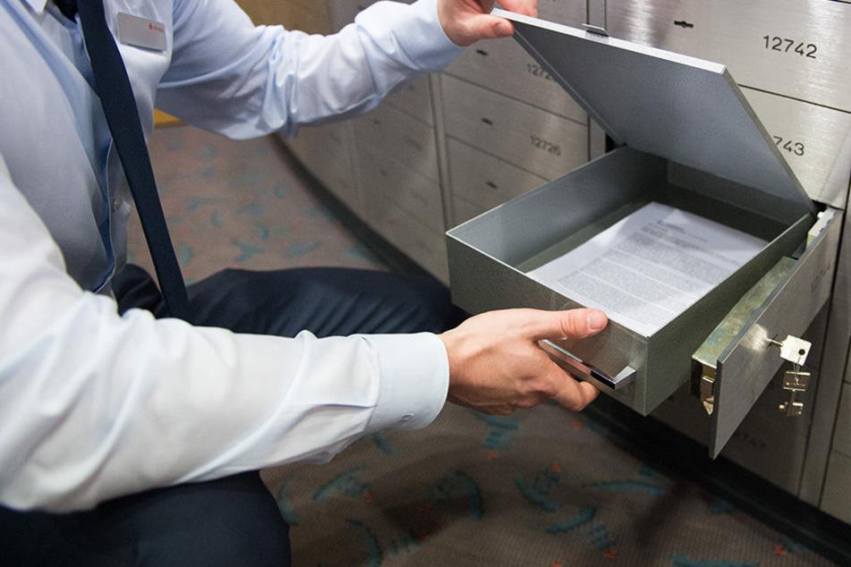In einem Hamburger Schließfach wurden 220.000 Euro Bargeld gefunden.
