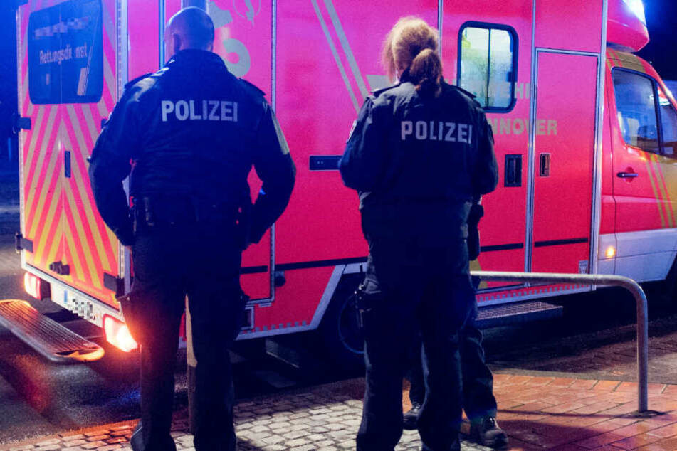 Der Rettungsdienst brachte den mutmaßlichen Schützen in ein Krankenhaus (Symbolbild).