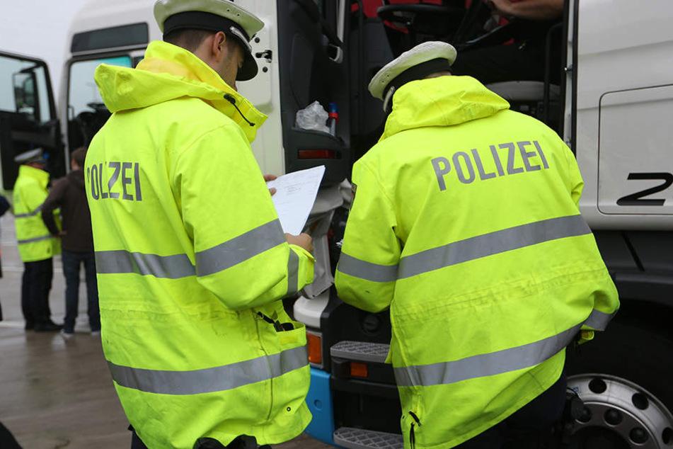 Während der Polizeikontrolle auf der A2 kollabierte der polnische Fahrer. (Symbolbild)
