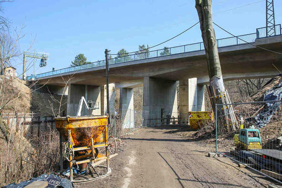Die Inbetriebnahme der Nesselgrundbrücke musste verschoben werden - weil der verantwortliche Mitarbeiter krank ist.