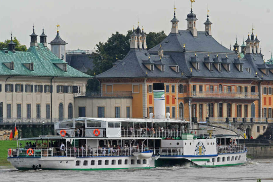 Besucherrückgang! Wegen des Niedrigwassers der Elbe musste die Dampfschifffahrt eingestellt werden. Das merkt auch das Schloss Pillnitz (Bild).