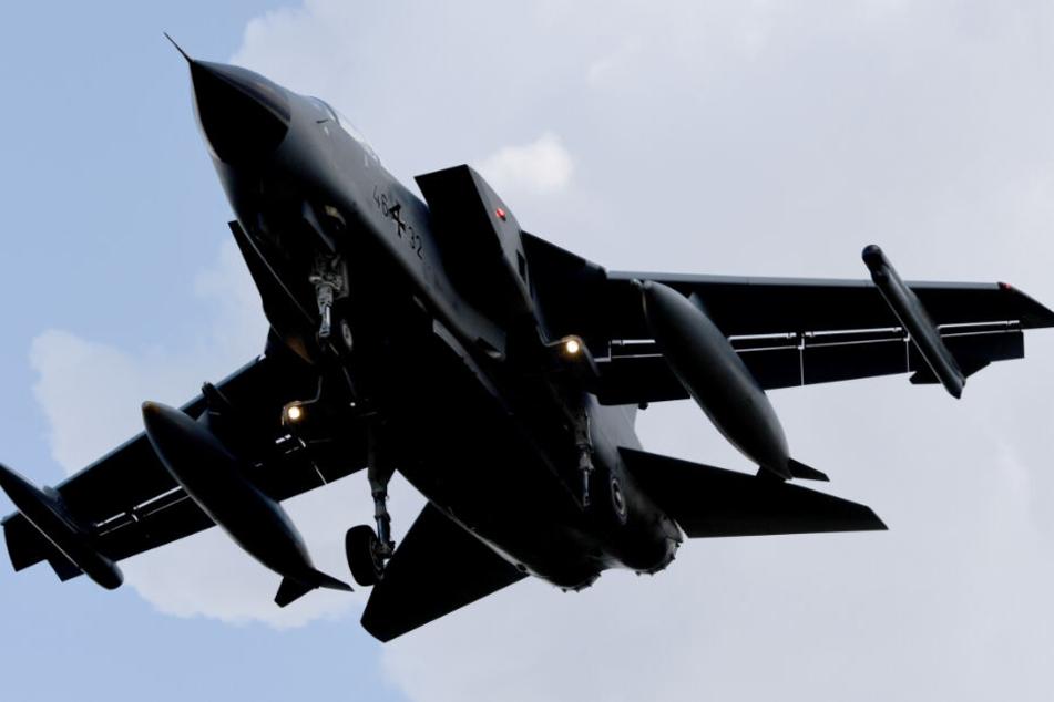 Panne bei der Luftwaffe: Tornado-Kampfjet verliert im Flug zwei Tanks