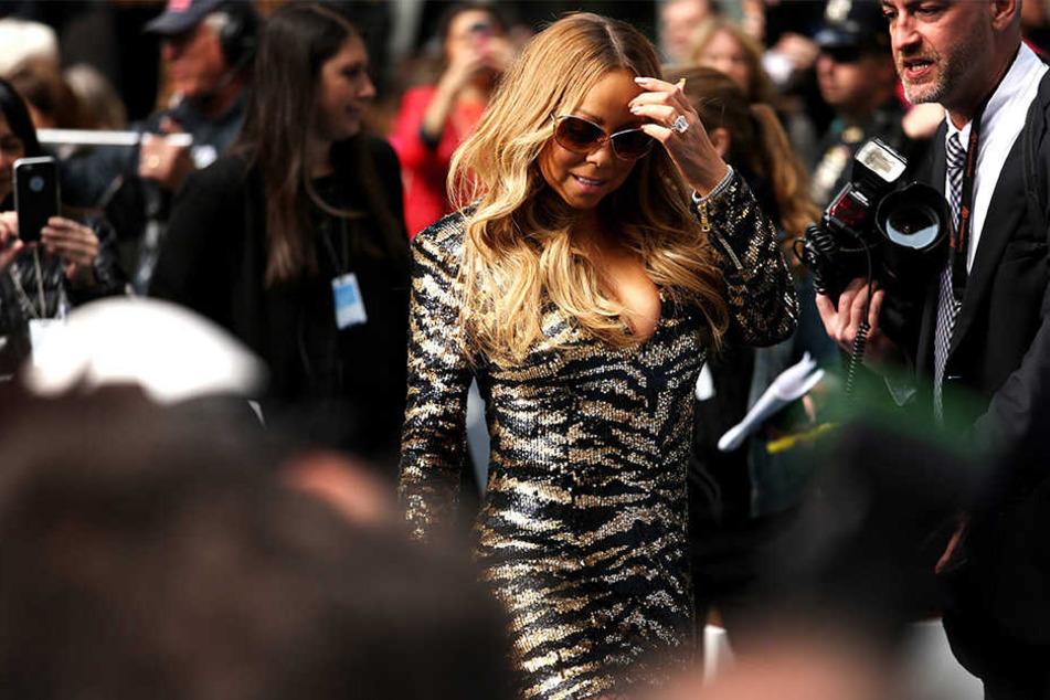 """Ein ehemaliger Personenschützer soll laut dem US-Promiportal """"TMZ"""" damit drohen, Mariah Carey zu verklagen."""