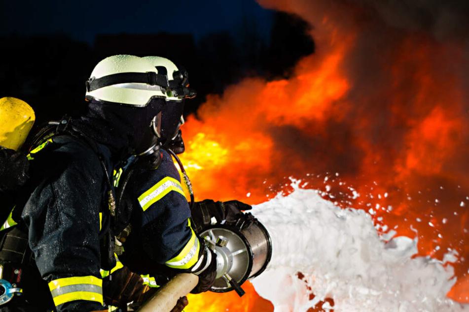 Auf dem Gelände der Recyclinganlage bei Cottbus brennen 500 Tonnen Gewerbeabfall. (Symbolbild)