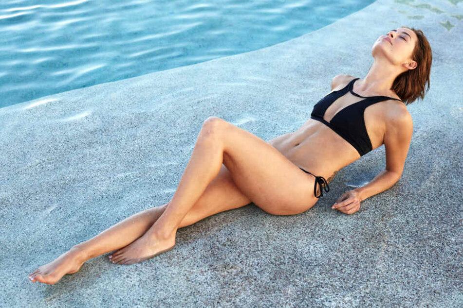 Im Bikini macht Jennifer eine gute Figur.