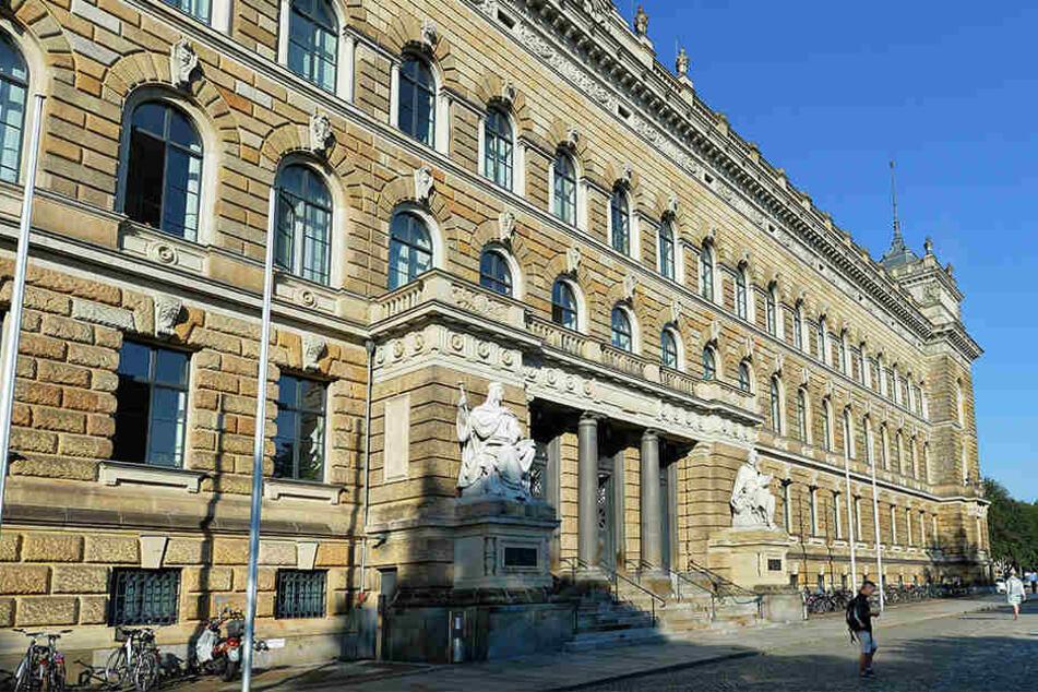 Am Landgericht Dresden gibt es ein Problem mit einer Schöffin: Die Frau fiel mehrfach wegen Trunkenheit auf.