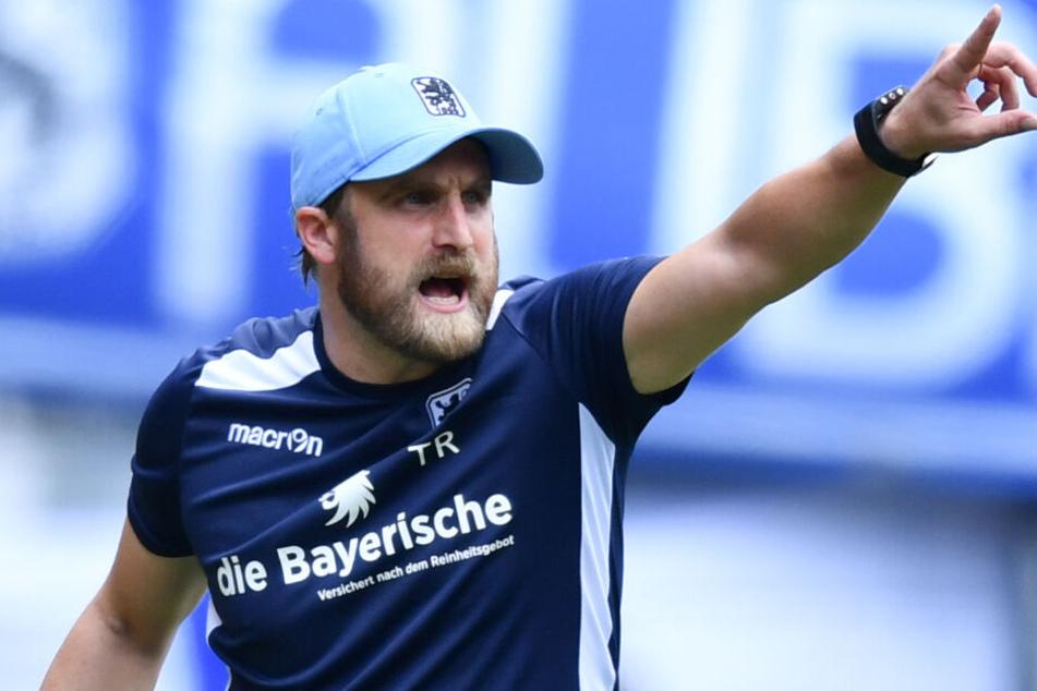 Trainer Daniel Bierofka will sich mit seiner Mannschaft weiter absetzen. (Archivbild)