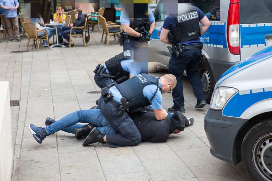 Im Anschluss an die Veranstaltung kam es zu Auseinandersetzungen zwischen Randalierern und der Polizei.
