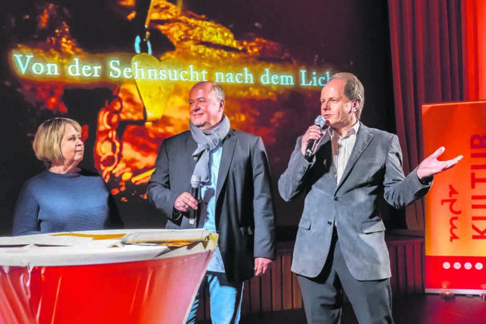 Sie erklärten den Film (v.l.): Autorin Leonore Brandt, Redakteur Titus Richter sowie Produzent und Kameramann Oliver Kaufmann.