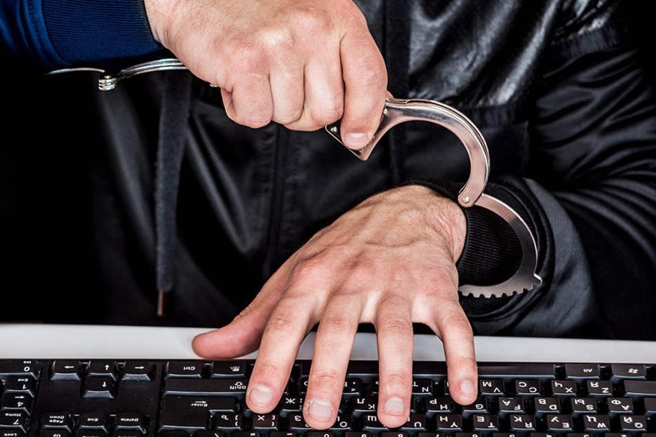 """""""Verfolgen statt Löschen"""": Polizei im Kampf gegen Hasspostings im Internet"""