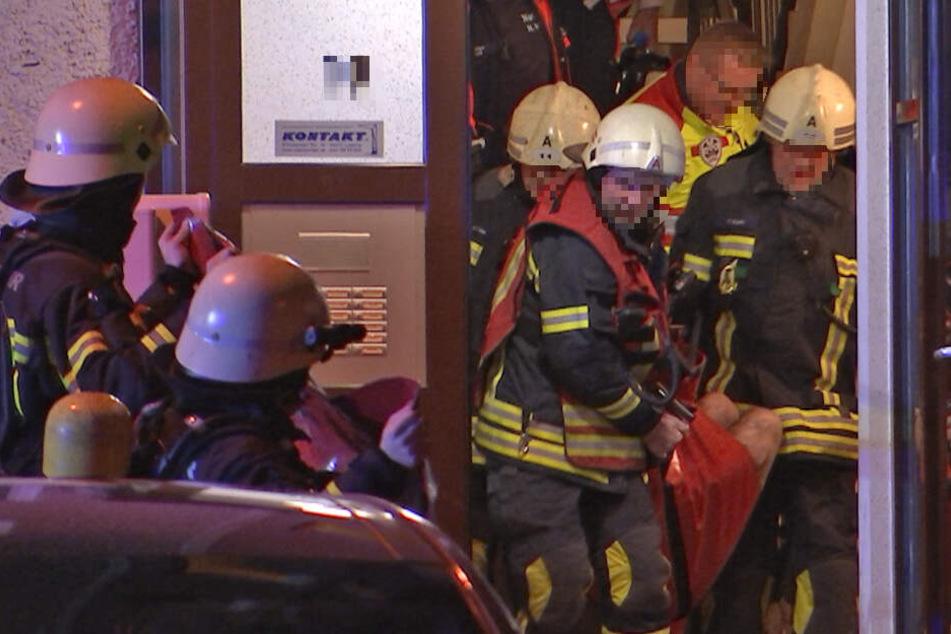 Leipziger Plattenbau: Feuerwehr holt schwerverletzten Mieter aus brennender Wohnung
