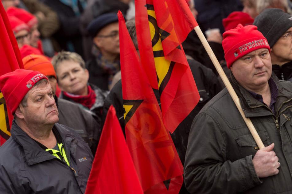 Streikende in Teningen (Kreis Emmendingen) bei einer Kundgebung der IG Metall Mitte Januar.