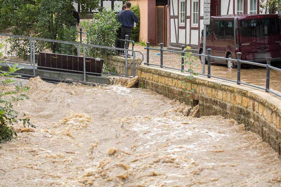 Die Stadt Goslar (Niedersachsen) versinkt nach den heftigen Regenfällen komplett in den Fluten.