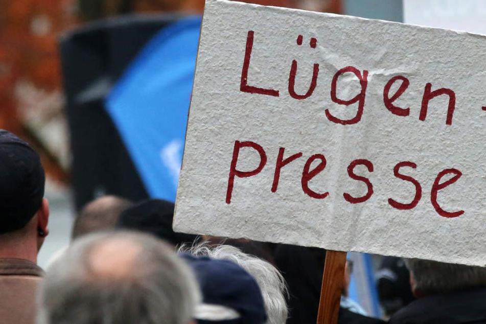 """Die Beschimpfung von Journalisten als """"Lügenpresse"""" hat in rechten Kreisen Tradition (Archivbild). Auch die Nationalsozialisten benutzten den Begriff."""