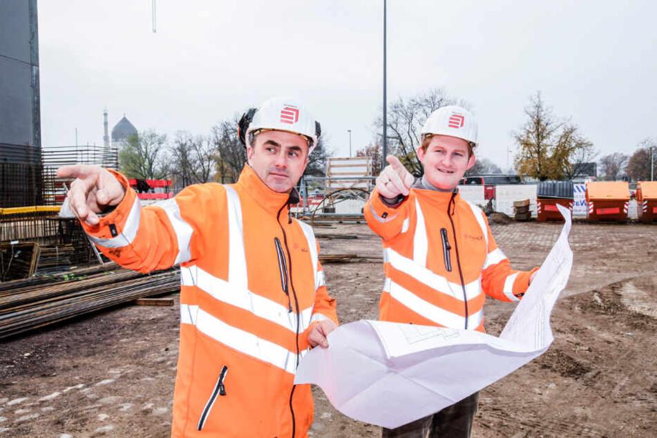 Polier Pierre Stachuletz (42) und Projektleiter Maik Borrmann (34) von der Firma Eiffage bauen den Tunnel.