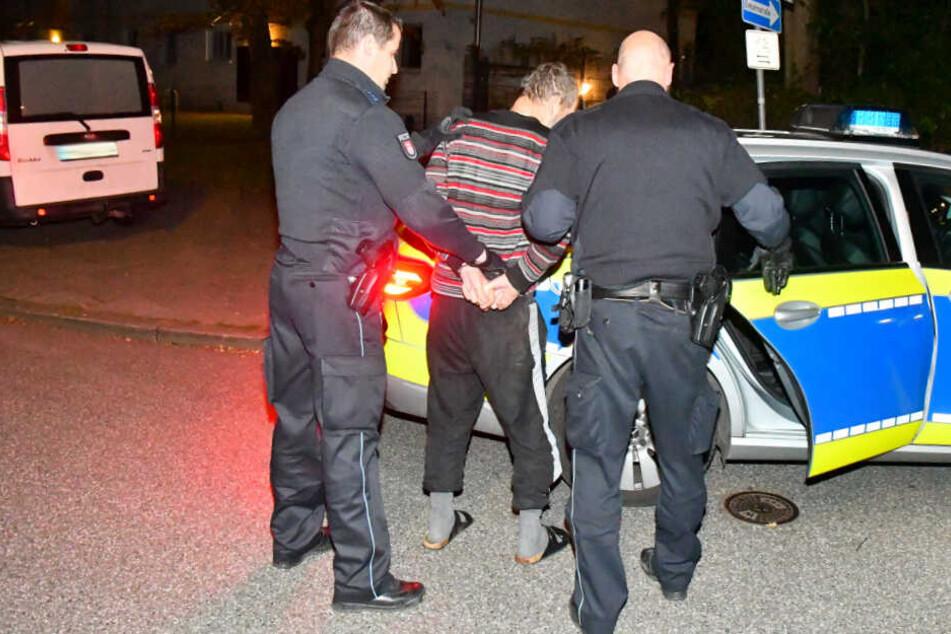 Festnahme in der Nacht! Mann bedroht mehrere Menschen mit Messer