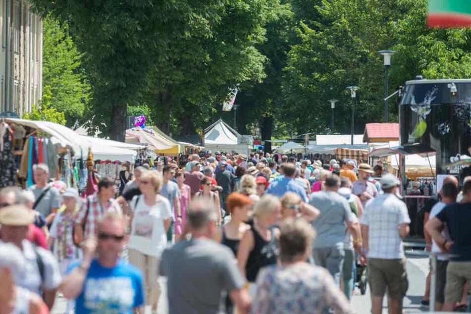 Tausende Besucher nutzten das perfekte Wetter, um auf dem Elbhangfest zu flanieren.