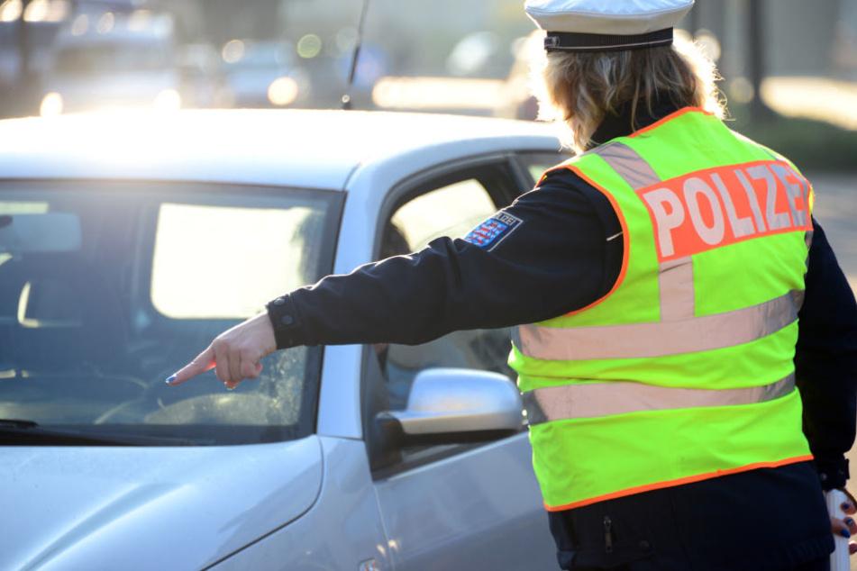 Mit überhöhter Geschwindigkeit stoppten die Beamten den 25-Jährigen. (Symbolbild)