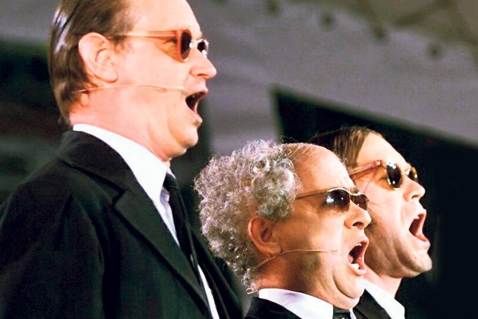 2002: Das Zwinger Trio stimmt ein Lied auf den 20. Geburtstag an. Zu diesem  Zeitpunkt hat das Trio schon an weit über 250 Orten in Deutschland, Österreich  und der Schweiz gespielt.