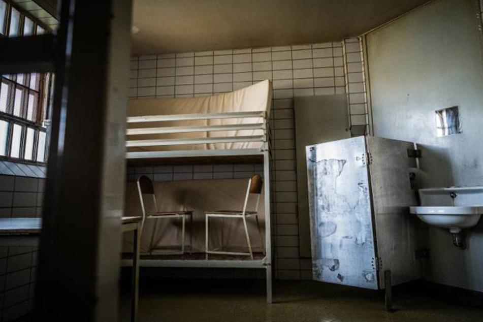 Den beiden Häftlingen gelang die Flucht aus der Zelle. Sie legten Schaufensterpuppen in ihre Betten (Symbolbild)