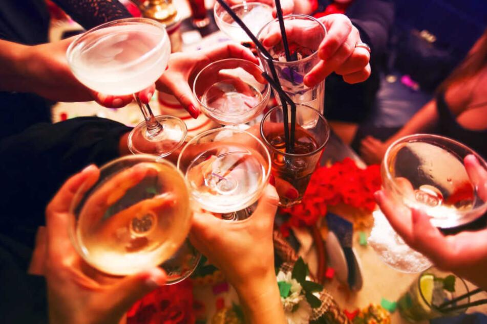 """Auf dem Tisch stand eine Flasche mit """"Liquid Ecstasy"""", die Männer tranken unabsichtlich daraus."""
