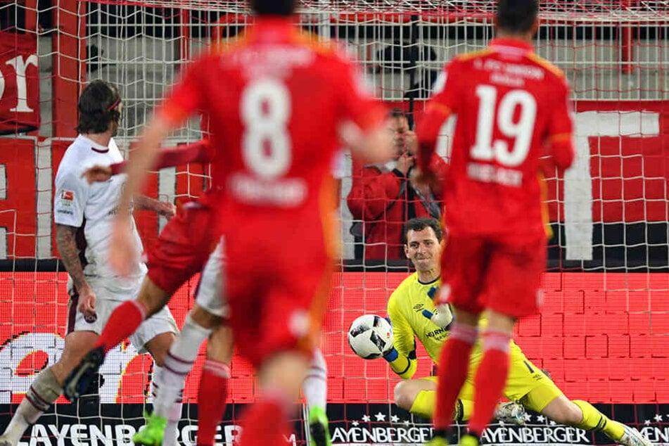 Wahnsinn! Union Berlin hat sich gegen Nürnberg an die Tabellenspitze geschossen.