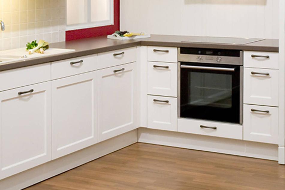 wetten ihr habt das fach unter eurem backofen immer. Black Bedroom Furniture Sets. Home Design Ideas