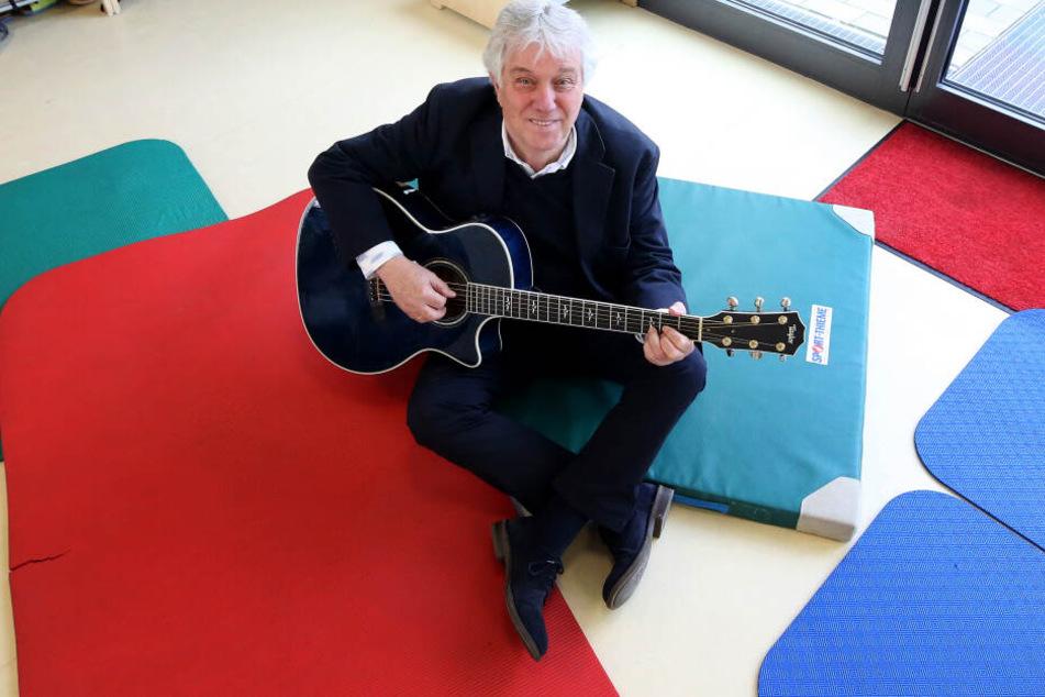 """Kinderliedermacher Rolf Zuckowski (72) singt nicht gerne auf """"Denglisch""""."""