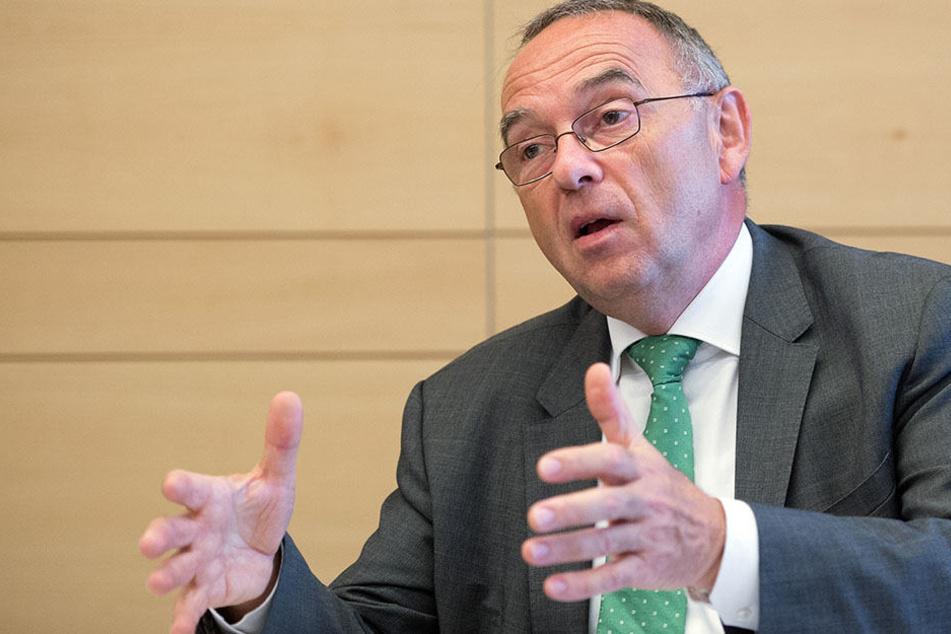 NRW-Finanzminister Norbert Walter-Borjans ist auf der Jagd der Steuersünder - mit Erfolg!