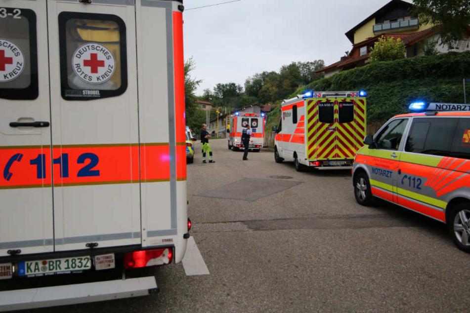 Rettungskräfte am Sonntag vor Ort in Weingarten.
