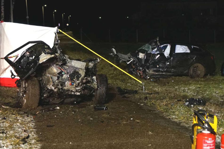 Der rund 300-PS-starke Wagen wurde in zwei Teile gerissen.