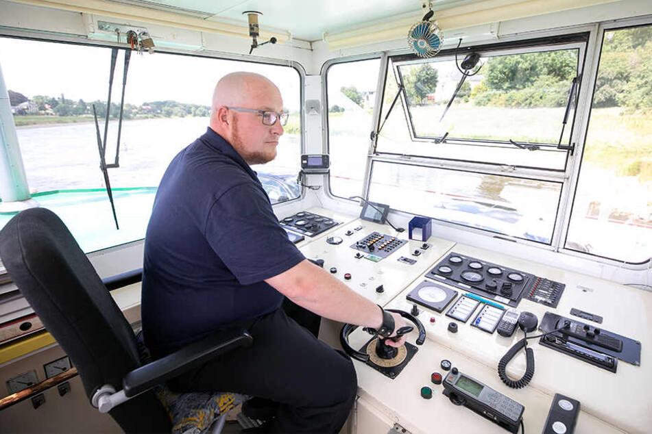 Seit 14 Jahren Kapitän auf den drei Dresdner Elbfähren: Krause ist gelernter Kaufmann für Verkehrsservice, erwarb dann das Fährmannspatent.