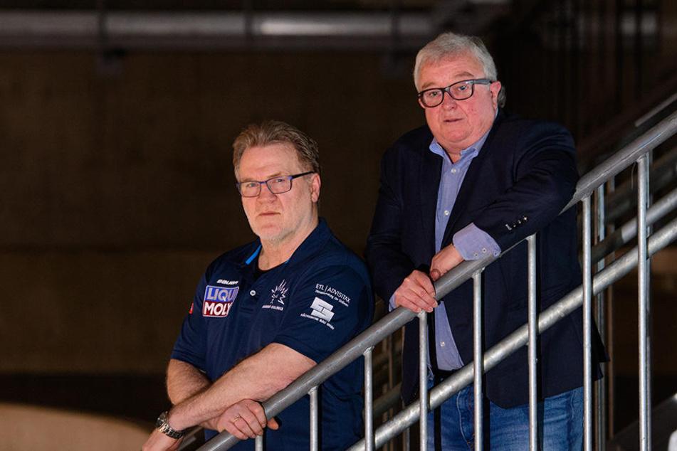 Eislöwen-Boss Volker Schnabel (rechts) und Eislöwen-Trainer Franz Steer bei der Saisonabschluss-Feier.