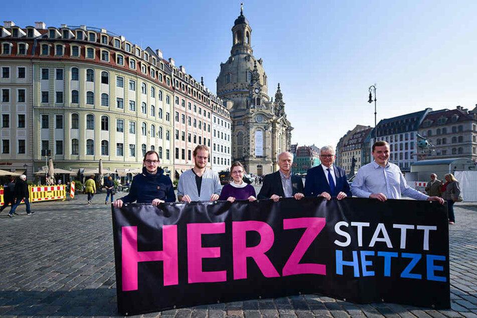 """Unter dem Motto """"Herz statt Hetze"""" wird am Sonntag gegen den PEGIDA-Jahrestag auf dem Neumarkt demonstriert."""