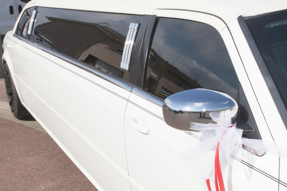 Die Polizei stoppte eine volle Party-Limousine. (Symbolbild)