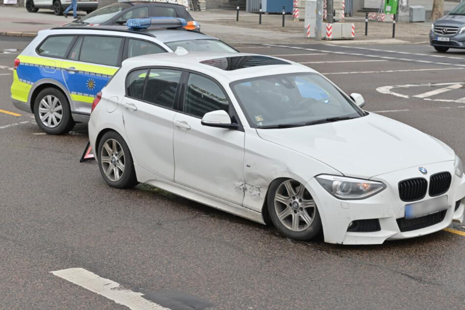 Crash auf der smac-Kreuzung! Am Dienstag krachte ein BMW beim Linksabbiegen in einen Firmenwagen.