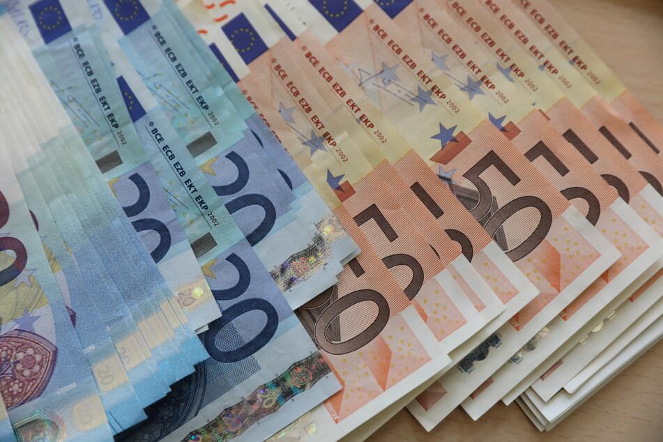 Circa 15.000 Euro erbeuteten die Trickbetrüger von der 93-jährigen Seniorin. Sie hatten sich ihr gegenüber als falsche Polizisten ausgegeben.
