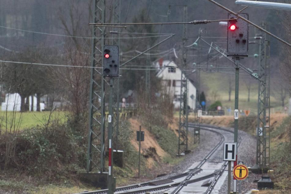 Die Bahn ist vom Sturmtief Burglind besonders stark betroffen.