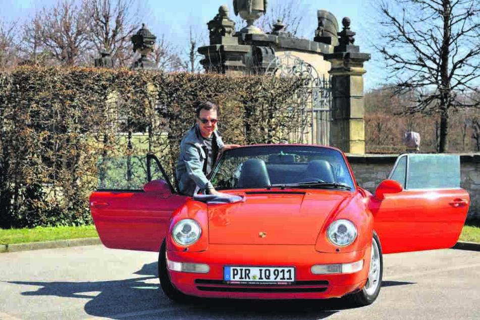 Freut sich auf die Rallye und poliert schon mal den Wagen: René Schulz (46) aus Pirna.