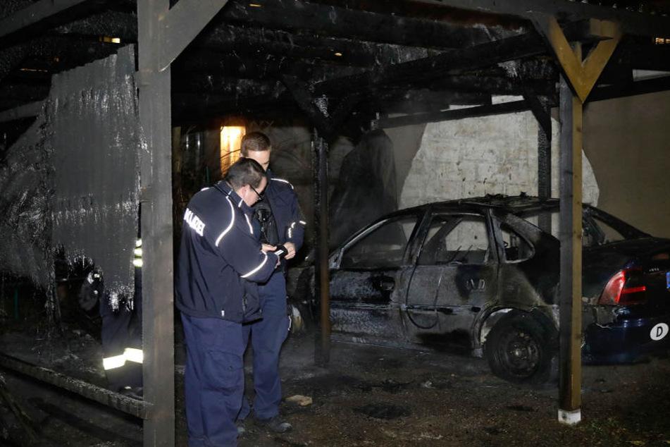 Am Carport und an dem Opel entstand ein Schaden von rund 10.000 Euro.