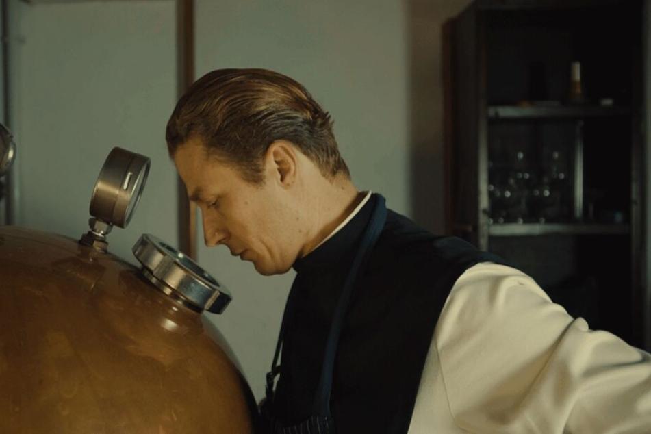 Pater Justinus C. Pech (46) hatte die Idee für den selbstgemachten Gin.