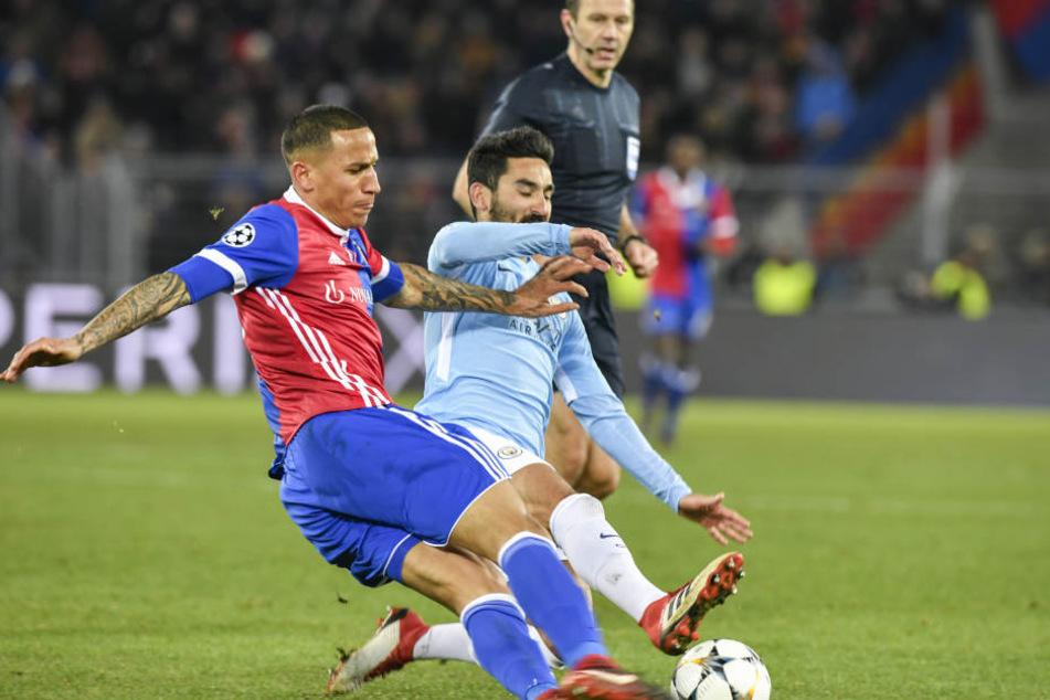 Léo Lacroix (l) im Dress des FC Basel.