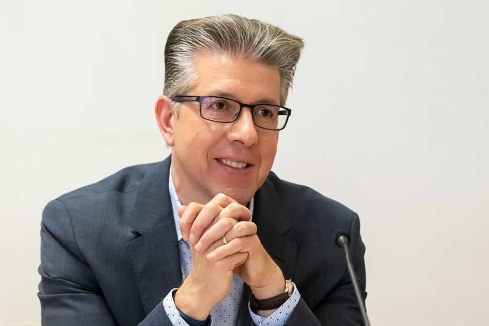 Kulturbürgermeister Ralph Burghart (48, CDU) will Museen mehr Mittel für den Ankauf neuer Stücke zur Verfügung stellen.