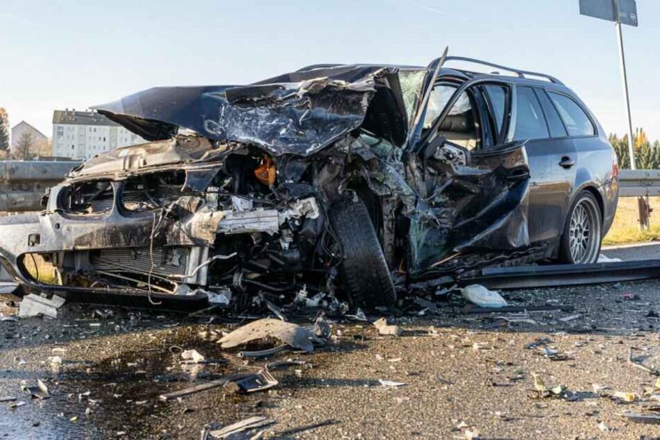 Bei einem Unfall im Vogtlandkreis wurden drei Personen schwer verletzt.