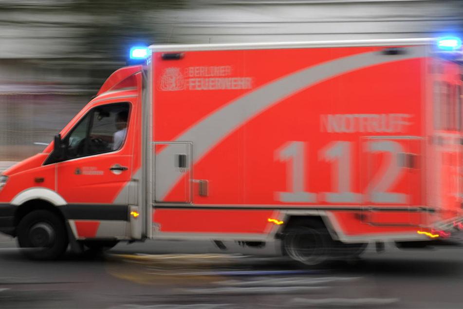 Jegliche Hilfe reichte nicht aus! Der 71-jährige Fußgänger starb im Krankenhaus (Symbolbild).