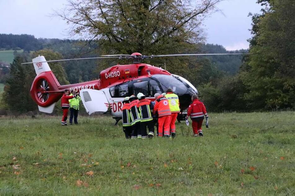 Der verletzte Mann wurde von einem Rettungshubschrauber in ein Krankenhaus gebracht.