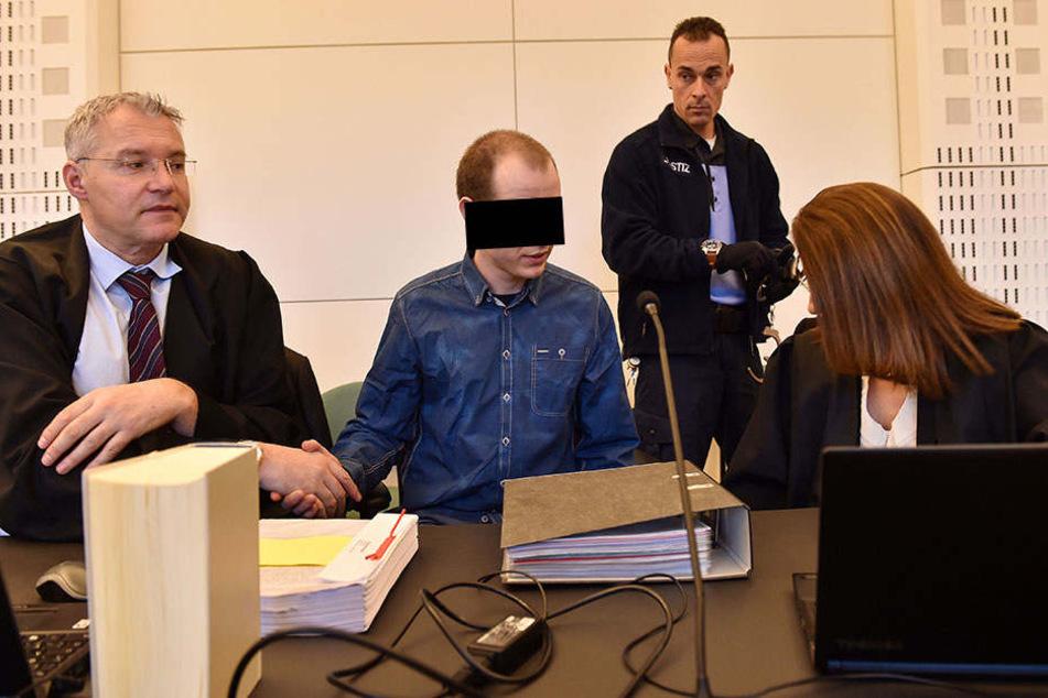 Nino K. (31) mit seinen Anwälten Dr. Ines Kilian und Hansjörg Elb