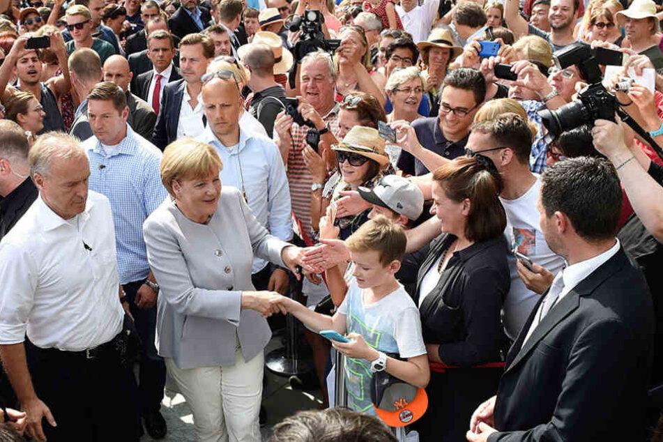 Am Wochenende bietet die Bundeskanzlerin Angela Merkel Einblicke in das Bundeskanzleramt und die Bundesministerien.