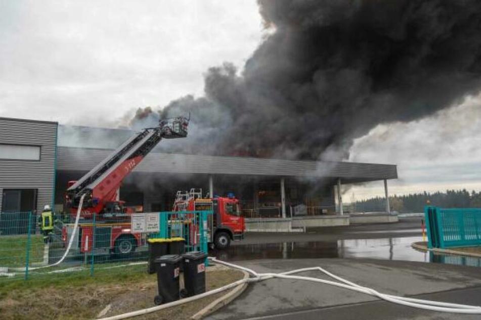 Anfang November 2019 gab es in der Lagerhalle in Oederan einen Großbrand. (Archivbild)