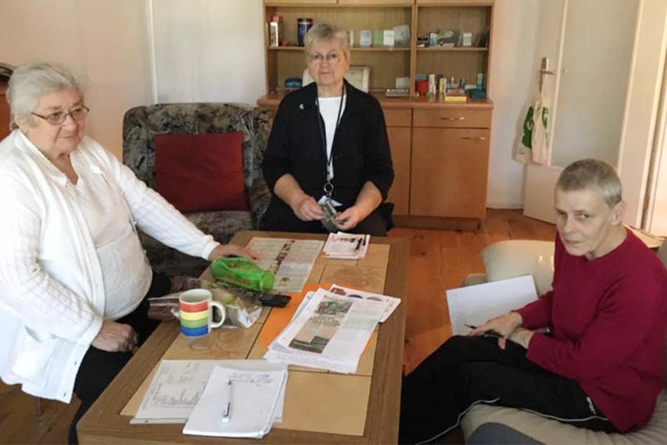 Die Seniorinnen Erika Bauermann, Gabriele Roy und Kerstin Rost (v.l.) hoffen auf eine neue Einkaufsmöglichkeit vor ihrer Haustür.